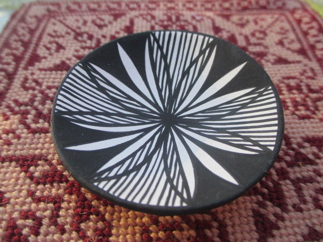 Native American Large Acoma Pueblo Plate Signed D.R. 1989