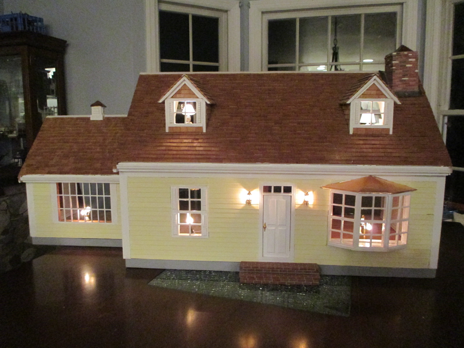"Cape Cod Dollhouse in Yellow with Cedar Shakes - 1"" Scale"