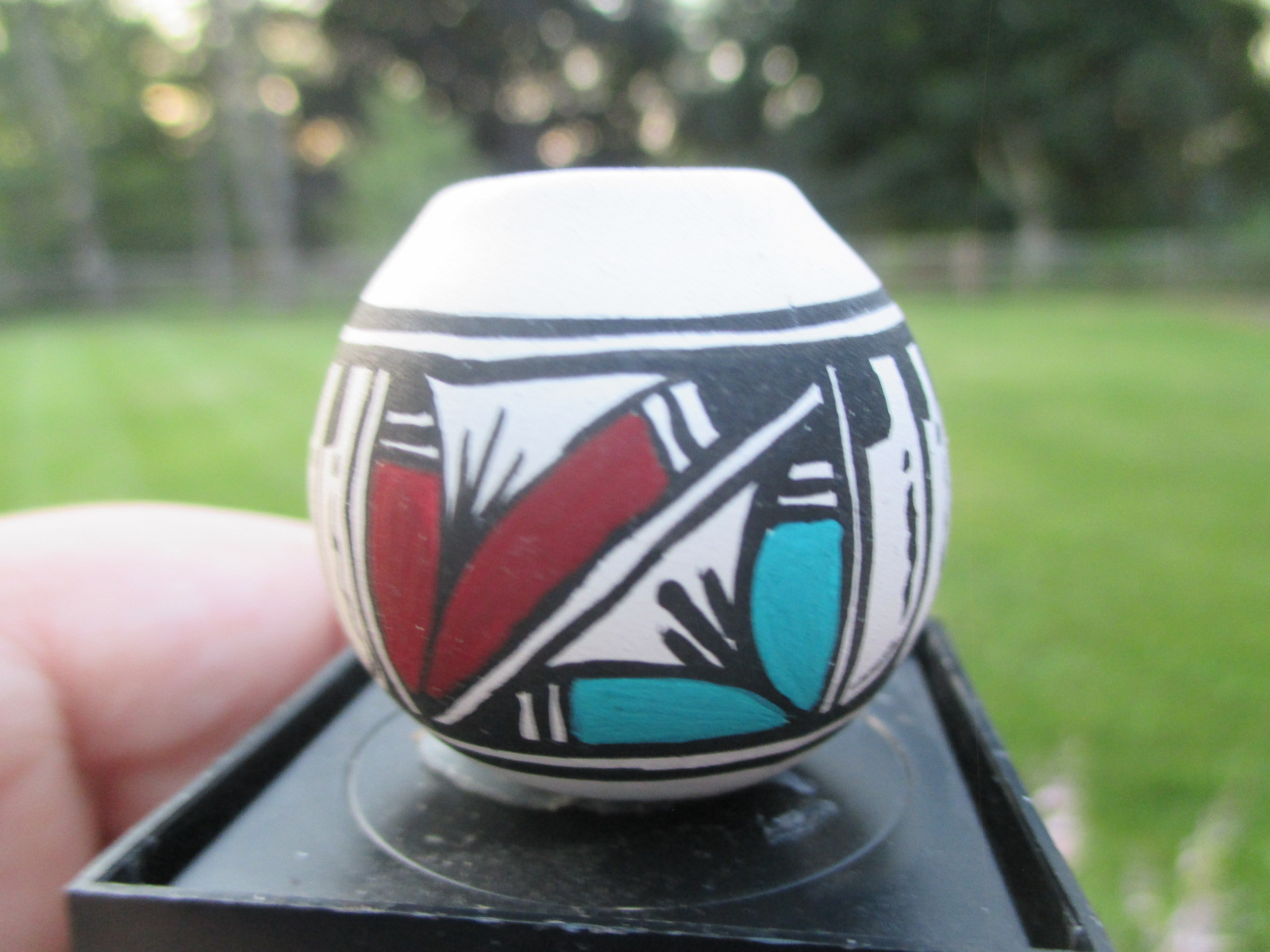 Western/Native American Patterned Pot Signed AT NAV 98