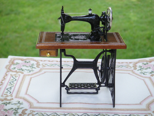 Sewing Machine by Reutter