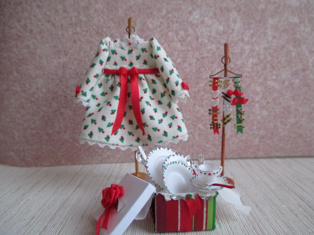 Christmas Dress for Little Girl with Hair Display & Dishes Set